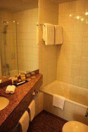K+K Hotel Central: Ванная