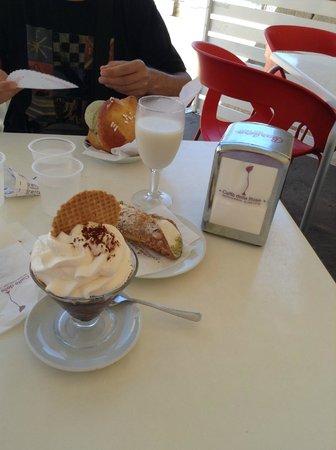 Caffe delle Rose : granita al caffè con panna e cannolo