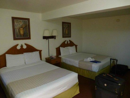 Americas Best Value Inn & Suites: Doppelzimmer