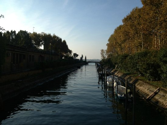 Best Western Premier Hotel Sant'Elena : The canal at rear