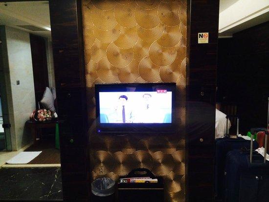 Burgary Hotel : TV