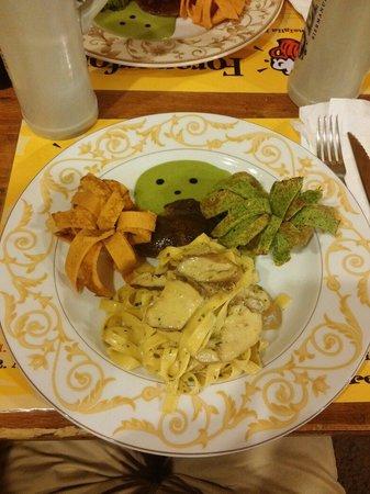 Foraperfora: Tagliatelle ai porcini, piatto che va oltre ciò che ti aspetti da un'osteria
