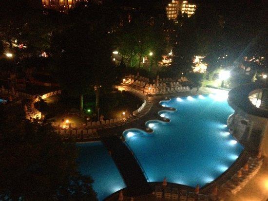 Flamingo Grand: Pools at night