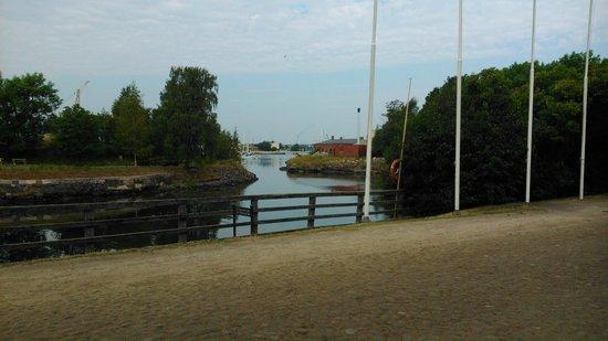 Forteresse de Suomenlinna : Sveaborg ligger på flera öar med broar emellan