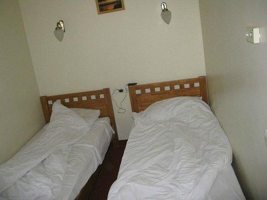 Riverside Hotel: The bedroom