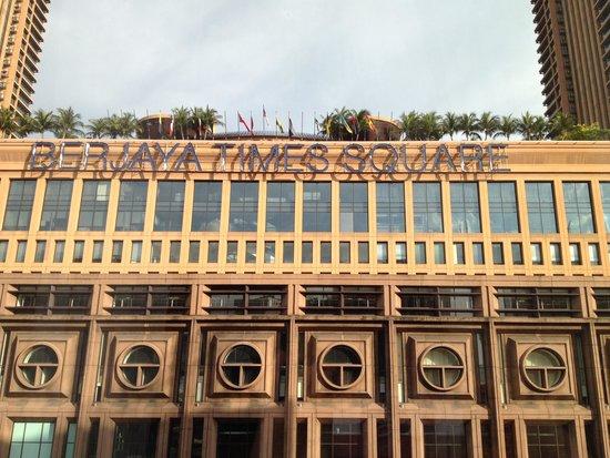 Melia Kuala Lumpur : centro commercilale davanti l'hotel