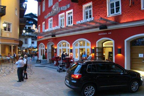 Romantikhotel Im Weissen Rössl: Вход в отель.