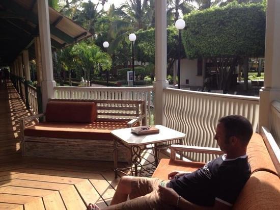 Iberostar Dominicana Hotel : walkway from restaurant