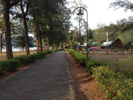 Berjaya Tioman Resort - Malaysia : Grounds needs improvement & maintenance.
