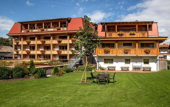 Hotel Reischach im Sommer