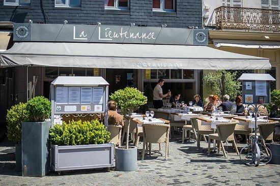terrasse picture of restaurant la lieutenance honfleur tripadvisor. Black Bedroom Furniture Sets. Home Design Ideas