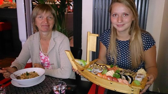 "Ocean sushi: Tasting ""Wok with chicken"""