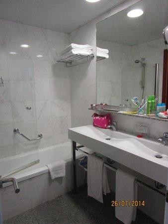 Premier Gran Hotel Reymar & Spa: Parte del bagno