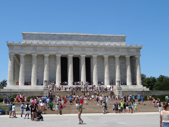 Front-view of the Lincoln Memorial