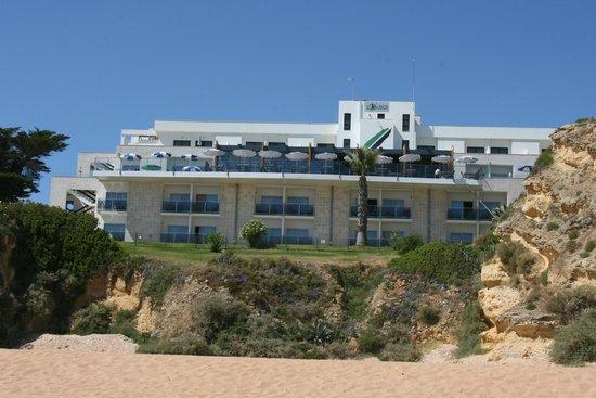 Hotel Alisios: Blick vom Strand auf das Hotel