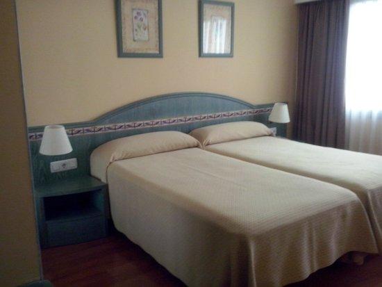 Hotel Monte Carmelo: camera doppia con due letti vicini