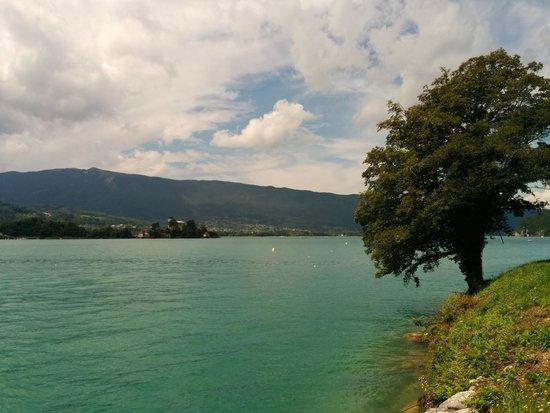 Lac d'Annecy : Vue sur le Château de Duingt, nous étions proche de Talloires