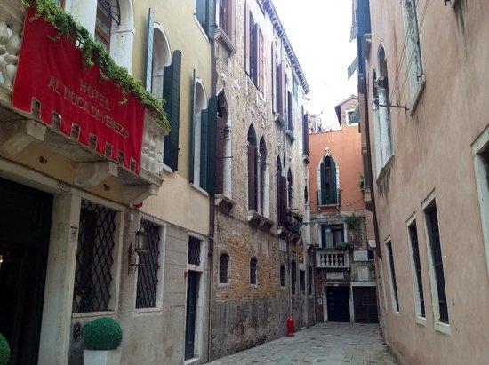 Hotel Al Duca di Venezia: la petite rue de l'hôtel