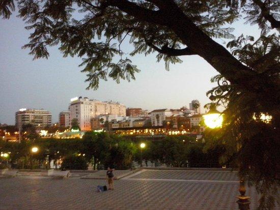 Hotel Monte Carmelo: Vista al tramonto della zona dell'Hotel dalla Torre de Oro