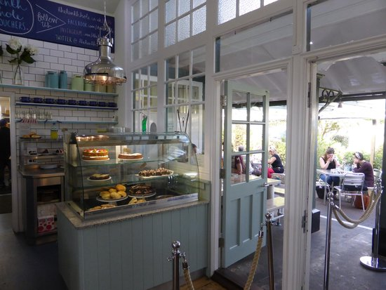 The Tenth Hole Tea Rooms: Inside the cafe.