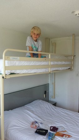 Premiere Classe Boulogne - Saint Martin les Boulogne : 3 person room with bunk