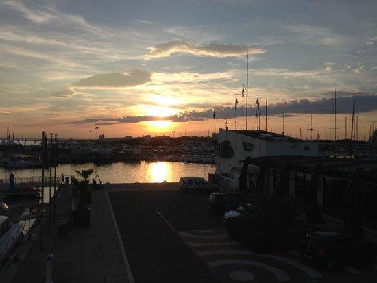 Le Yacht Club: coucher de soleil sur palavas