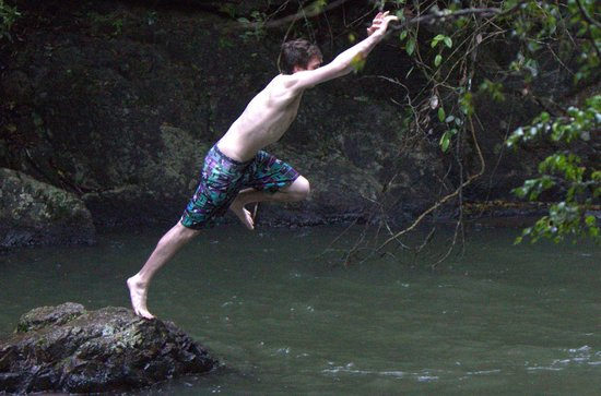 Barefoot Tours : another brave but foolhardy jump