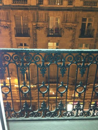 Best Western Paris Gare Saint Lazare: View from the room