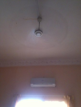 Khemra Guesthouse: I think you can pay extra for A/C