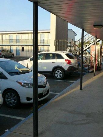 Travelodge Page: Parken direkt vor den Zimmern