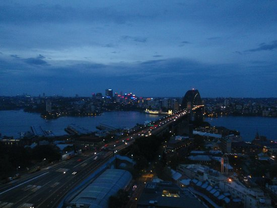 Shangri-La Hotel Sydney: Night view from our room