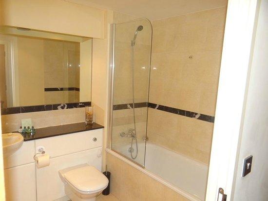 The Grainstore Apartments: bathroom