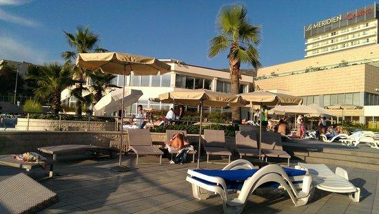 Le Meridien Lav Split: Poolside terrace