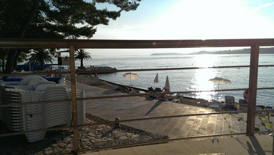 Le Meridien Lav Split: Waterfont viewed from terrace