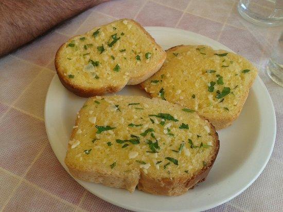 Dolphin Snackbar and Rooms: Pane all'aglio