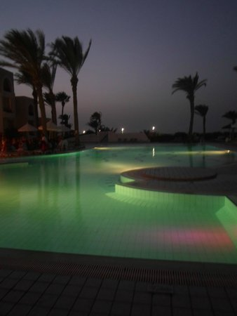 Al Jazira Beach & Spa: PISCINE LE SOIR