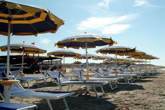 Hyencos Hotel Callyon: spiaggia