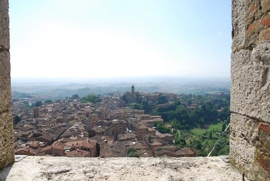 Torre del Mangia: view of the entire of Siena