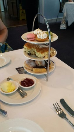 Bateaux London : Cakes for afternoon tea