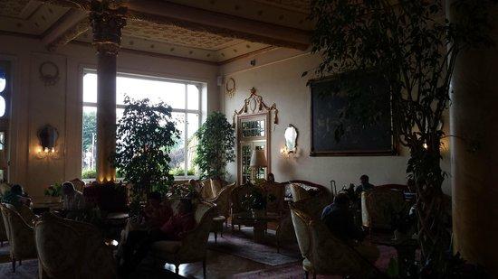 Regina Palace: Lobby