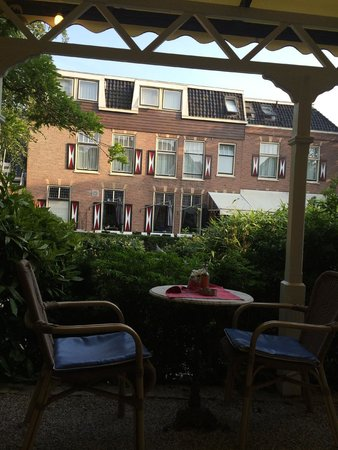 Hotel 1900: View from breakfast table in the garden