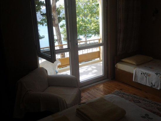 Gol Pension : room with balcony and lake view