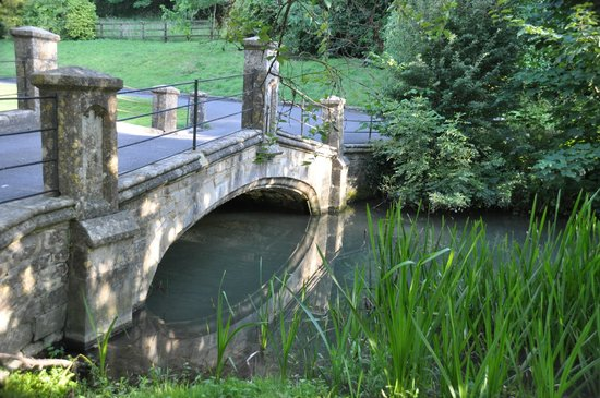 The Manor House Hotel and Golf Club: Woolpack Bridge in grounds on way in.
