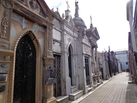 Cementerio de Recoleta: The streets of Recoleta Cemetery