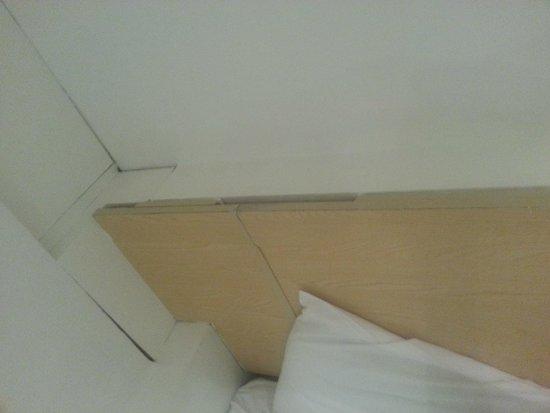 Euro Hotel Clapham: tete de lit bricolée