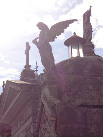 Cementerio de Recoleta: Ornate statues