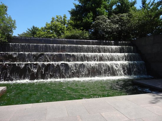 Monumento a Franklin Delano Roosevelt: Waterfall in the FDR Memorial