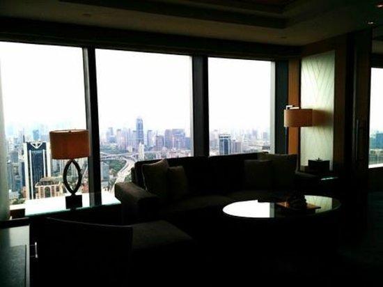 Jing An Shangri-La, West Shanghai: sitting room of the guestroom