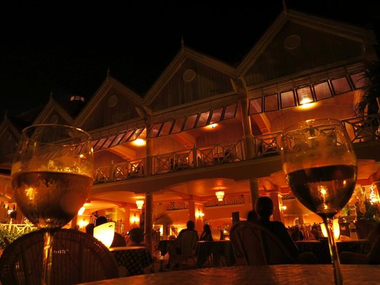 Coco Reef Resort & Spa Tobago: Outside bar terrace