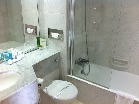 Grecian Park Hotel: Une salle de bain propre